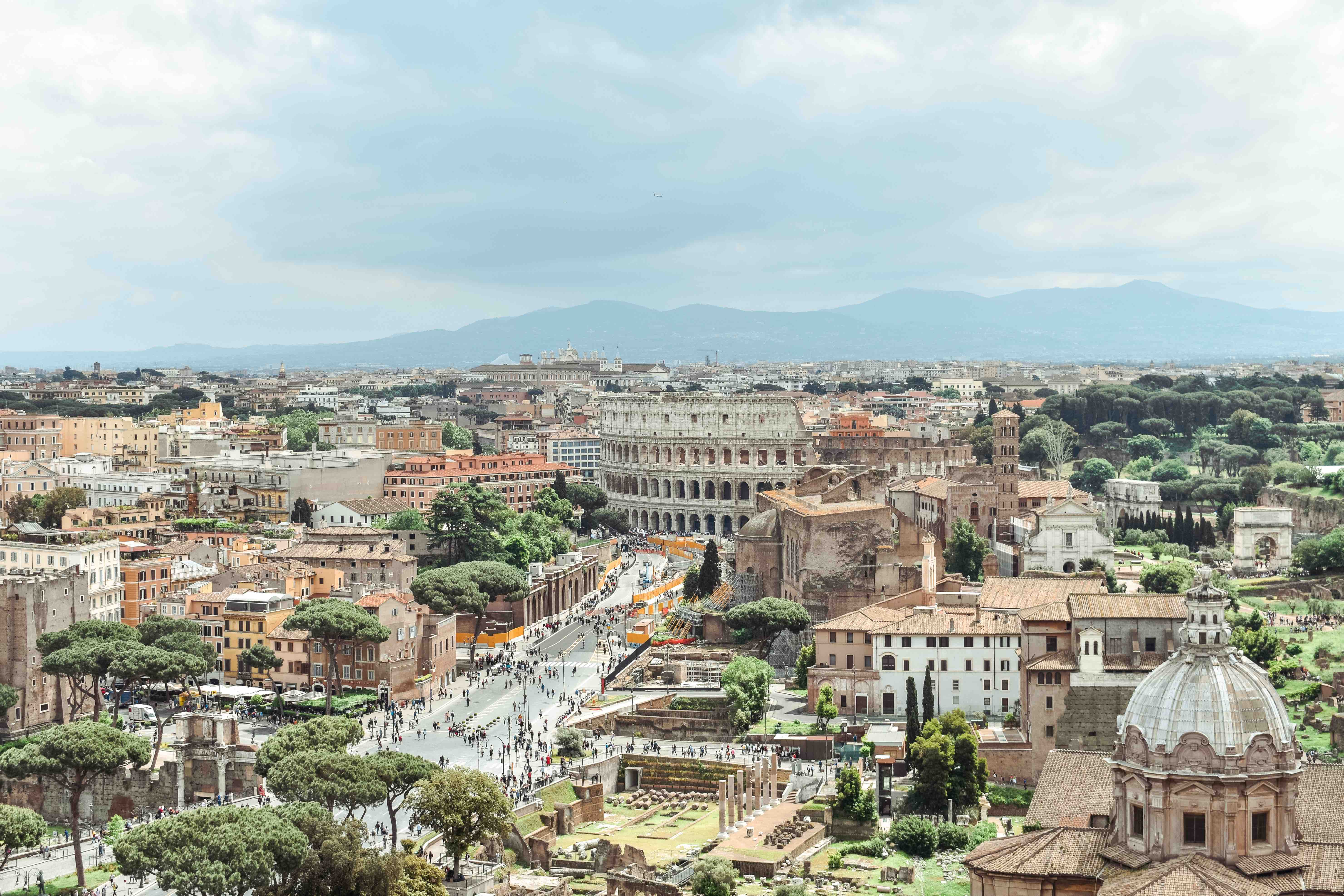 Spending money in Rome. Altare della Patria