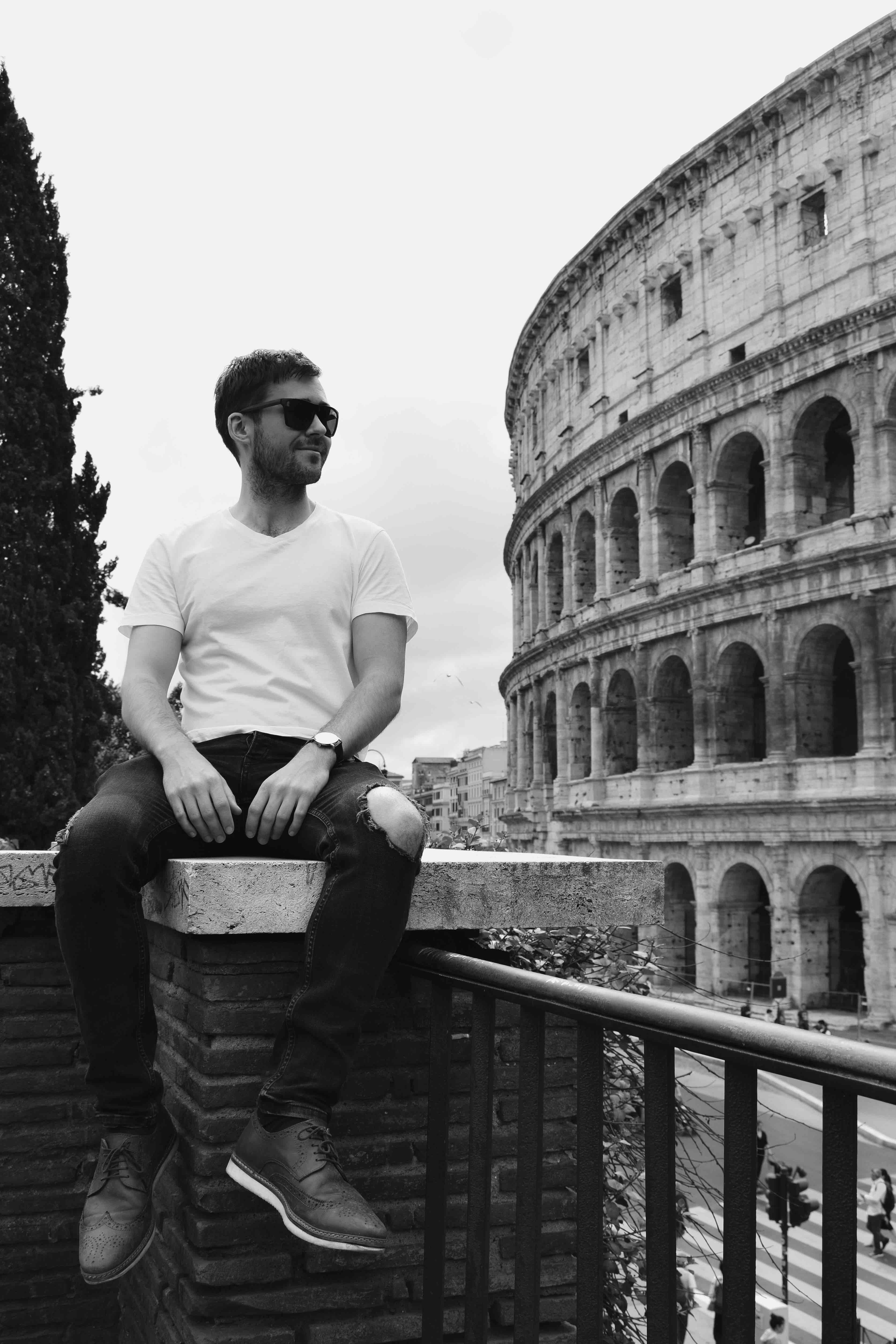 Spending money in Rome. Colosseum.