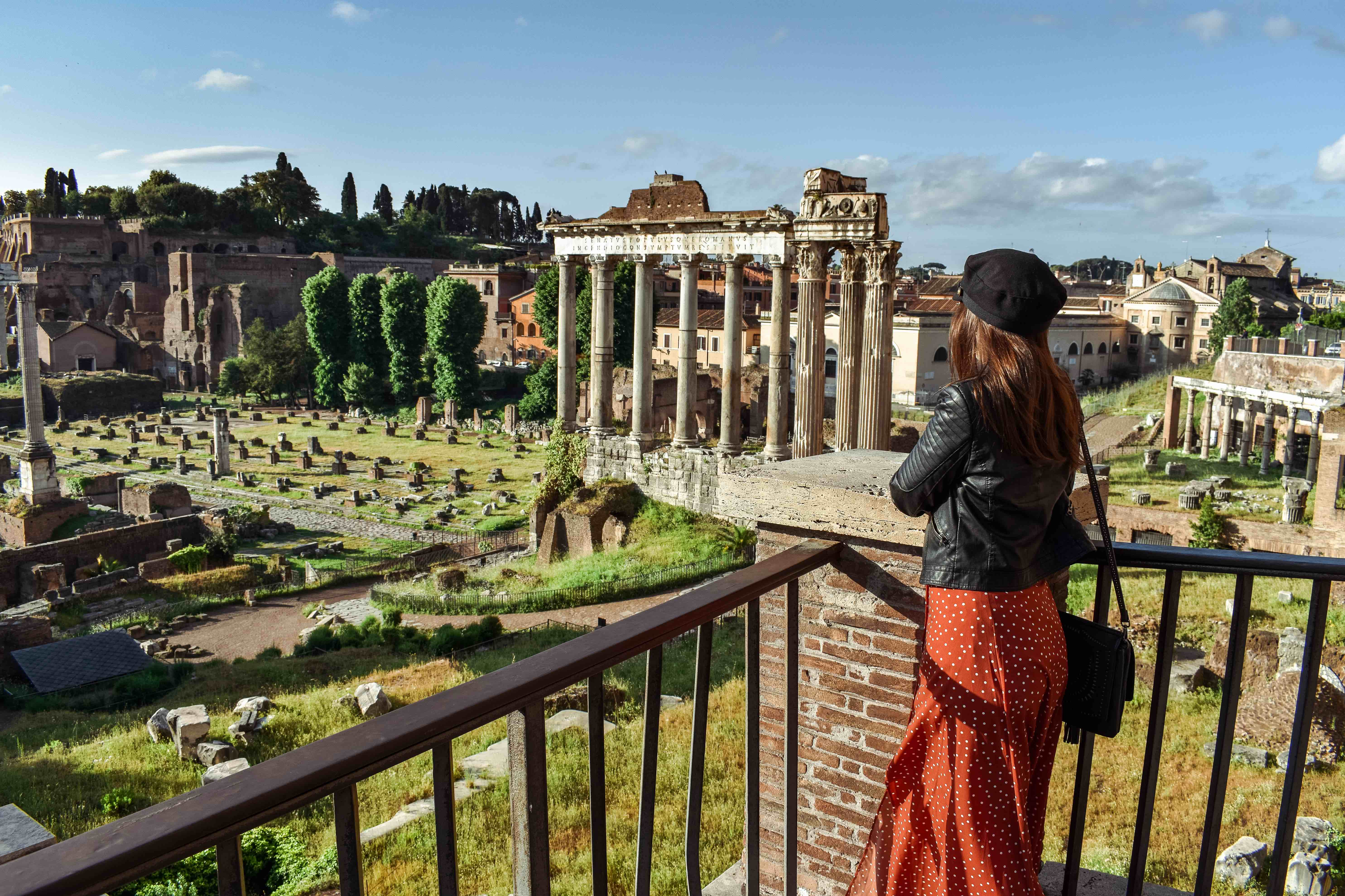 Spending money in Rome. Roman Forum.